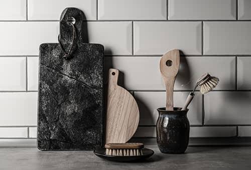 Bursten und Geschirr aus nachhaltigen Materialien