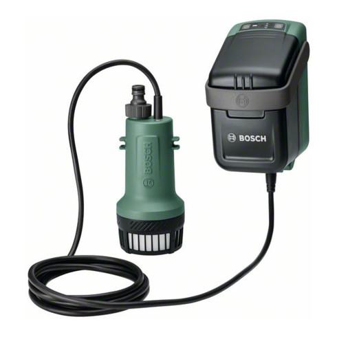 Bosch Akku-Regenwasserpumpen GardenPump 18, Schlauch 2,5 m, Akku 18V 2,5Ah, Ladegerät